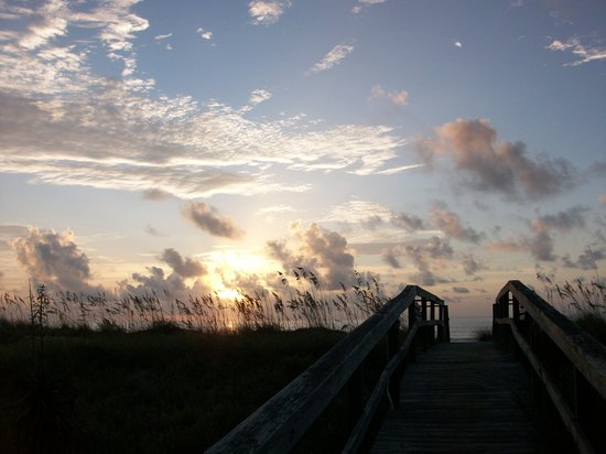 Carolina Beach, Karolina Północna: a beautiful sunrise...be sure to get up early!