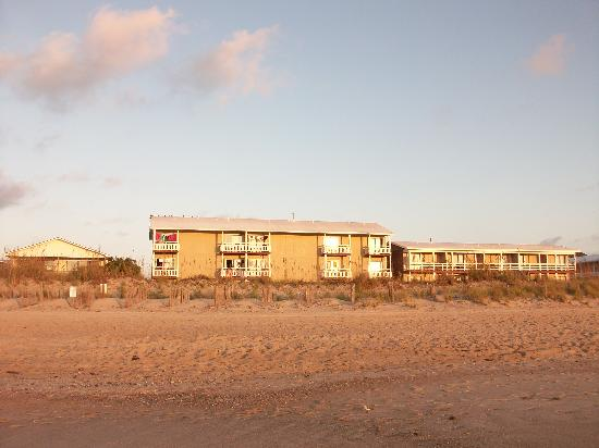 Sea Ranch Motel: the motel from the beach