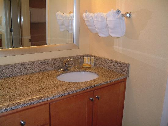 Residence Inn Neptune at Gateway Centre: Sink