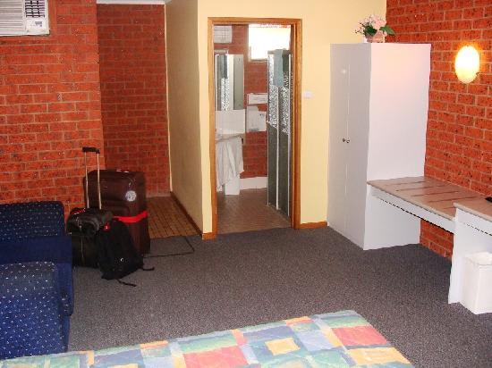 Whalers Rest Motor Inn : Bedroom 2/2