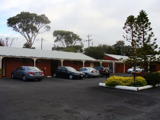 Whalers Rest Motor Inn : Inside court