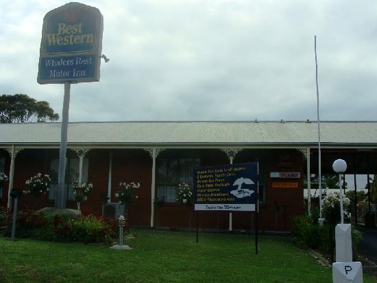 Whalers Rest Motor Inn : From the street