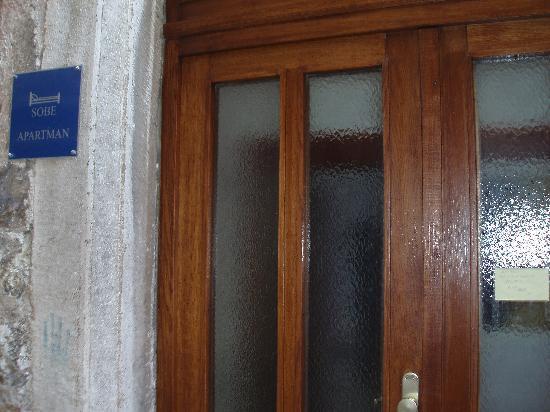 Rooms Vicelic: The front door