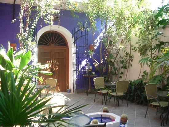 Hotel Julamis: courtyard
