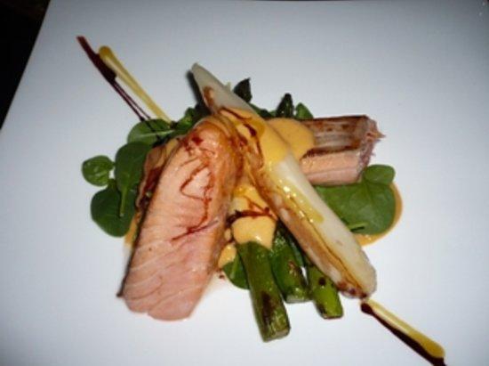 Pla Restaurant: trancio salmone con asparagi