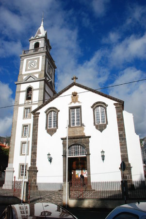 Madeira, Portugalsko: This is the old Church on the square in Canico