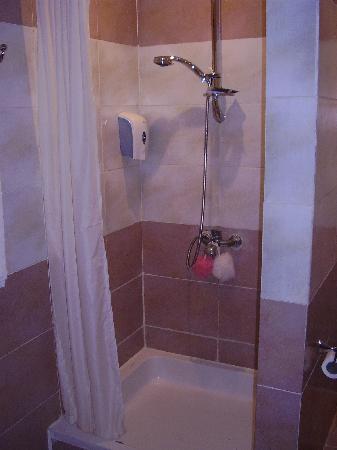 Aqua Blu Sharm: shower
