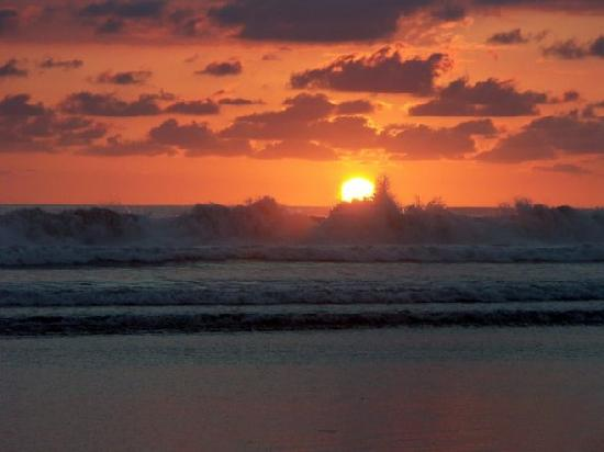 Rhodeside Bed and Breakfast: Sunset off of Playa San Miguel