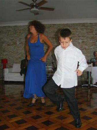 Um Meia Tres: Dancing the night away in the sala