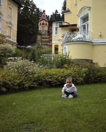 Villa Sonnenstrahl: Unsere Tochter im Garten