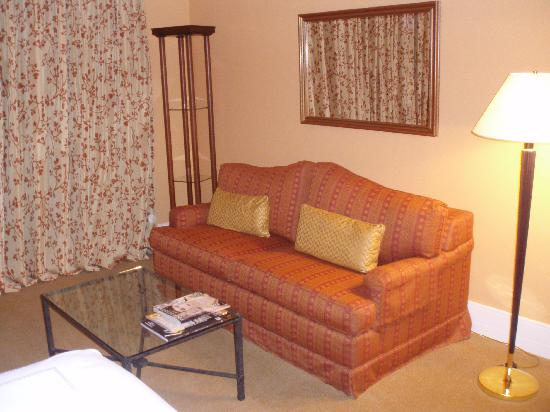 Four Seasons Hotel Mexico City: Sofa and coffee table