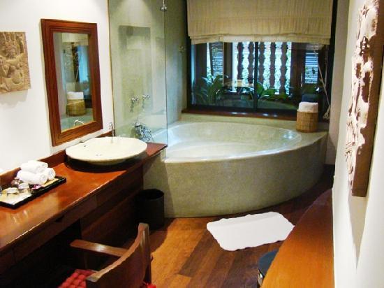 Belmond La Residence d'Angkor: Amazing bath room
