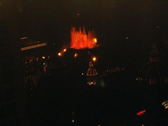 Harrah's Las Vegas Hotel & Casino: vulcano from my hotel window