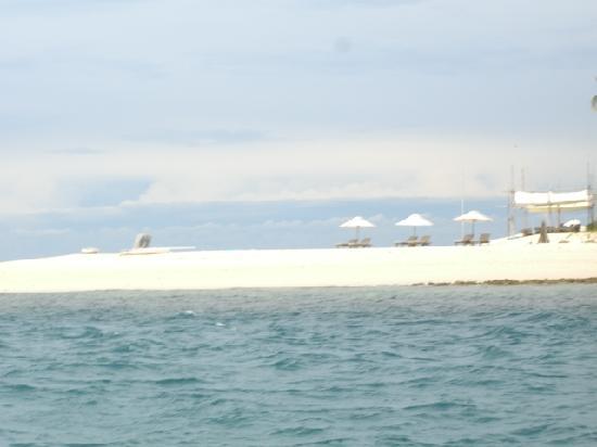 Nikoi Island : View of Beach