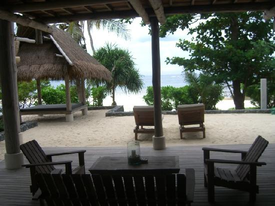 Nikoi Island : Beach Chalet