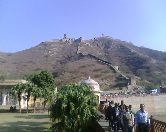 Jaipur, Hindistan: Nihalgarh fort at top