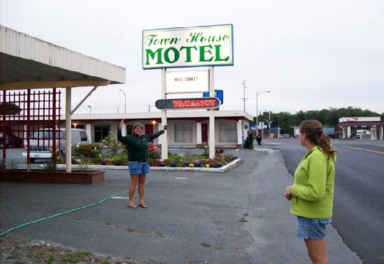 Town House Motel : The Town House
