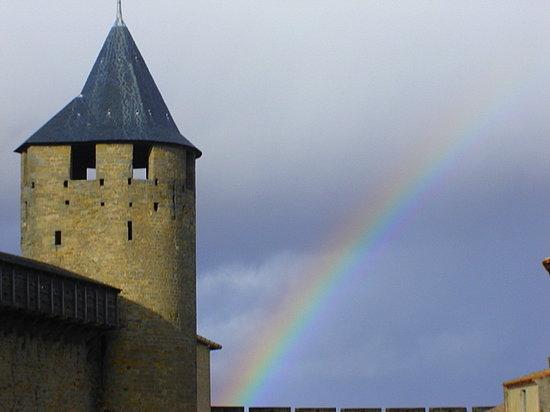 Carcassonne, Frankreich: El arco iris y el castillo.