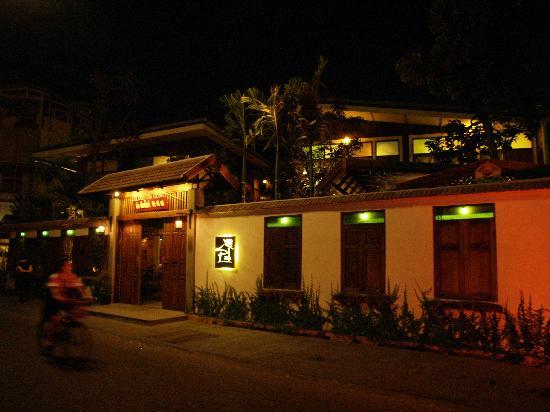 Pak Chiang mai at night time