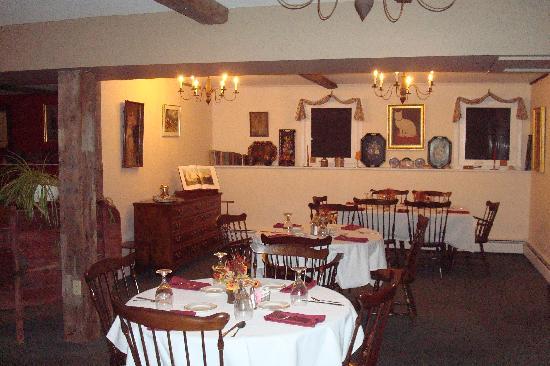 Inn at Mount Snow: dining room