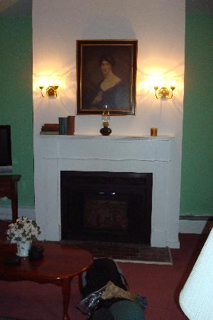 Inn at Mount Snow: the fire place in our suite
