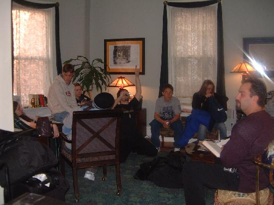 Irving House at Harvard: Haning out in the lounge
