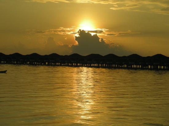 Nalaguraidhoo Island: il tramonto maldiviano