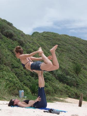 Pousada Casa do Ceo: Yoga on the Beach