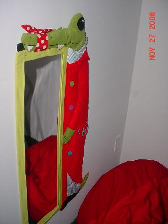 Holiday Inn Express Hotel & Suites - Veteran's Expressway : Bunk bed room- nice kiddie decorations