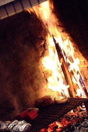 grillades au feu de bois photo de l 39 etage bar grillades la tranche sur mer tripadvisor. Black Bedroom Furniture Sets. Home Design Ideas