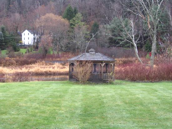 Historic Merrell Inn: gazebo
