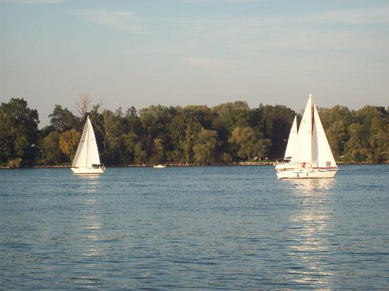 Niagara-on-the-Lake, Canada : sail boats galore