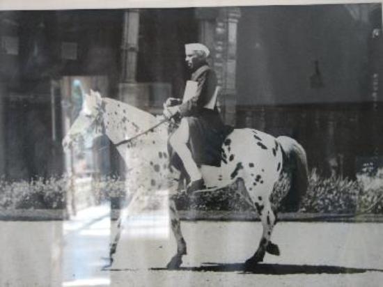 Jawahar Lal Nehru arriving for Shimla Conference