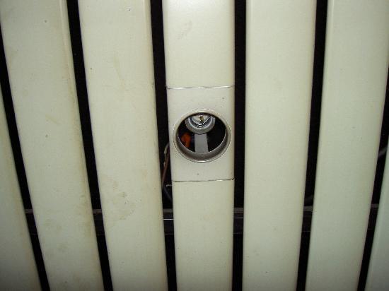 Hotel de Normandie : Absence ampoule salle de bain