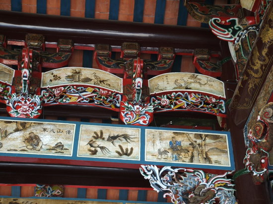 Han Jiang Ancestral Temple: Curved lintels