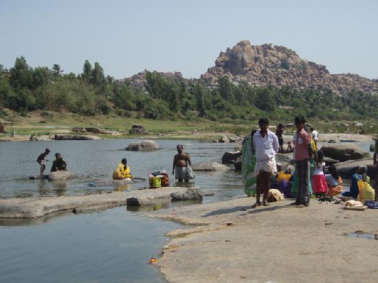 Kishkinda Heritage Resort : Auf dem Weg nach Hami - nach Flussueberfahrt
