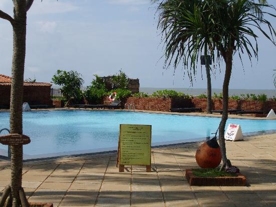 Ranweli Holiday Village: Pool