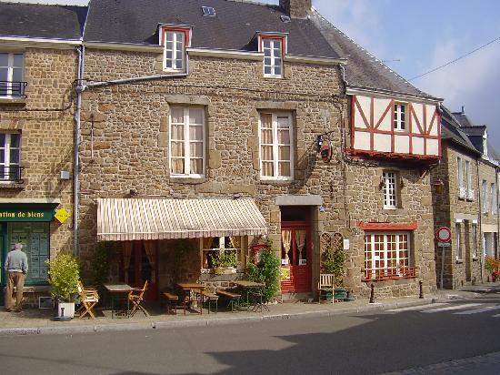 Mayenne, Frankrig: good resturant.Victor Hugo