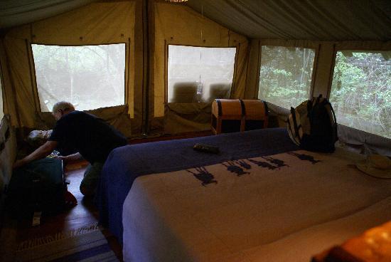Sarova Mara Game Camp: hardwood floors, hot and cold shower