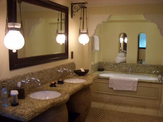 Jumeirah Dar Al Masyaf at Madinat Jumeirah: Bath