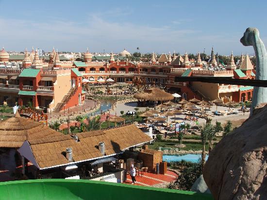 Aqua Blu Sharm: View from Dinosaur ride to aqua restaurant