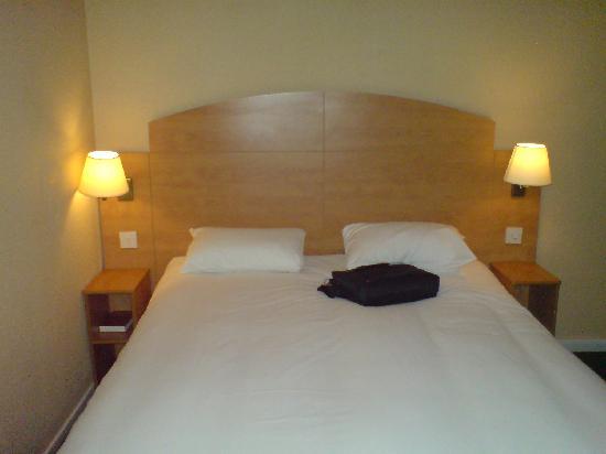 Campanile Hotel Milton Keynes - Fenny Stratford: Bed