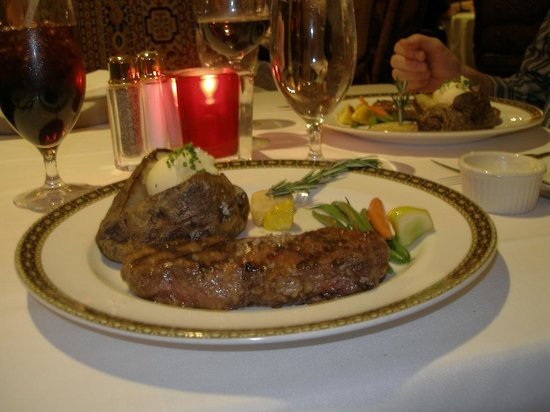 Camelot Steakhouse: Our dinner was Delicious!