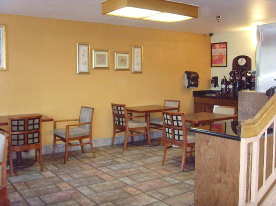 A Victory Inn Tolleson: Lobby