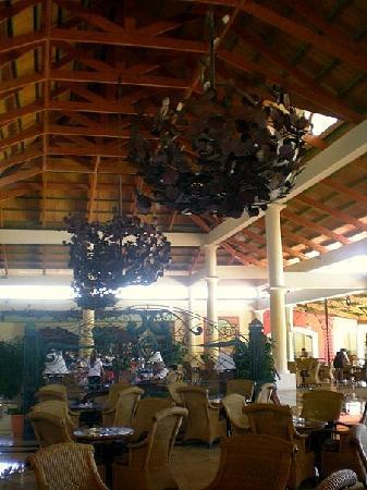Grand Bahia Principe Bavaro: Un des Hall d'entrés où l'on peut aller le soir pour prendre un verre et discuter