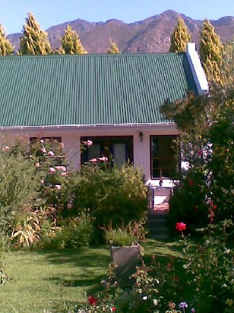 Airlies Gastehuis: Out-door view