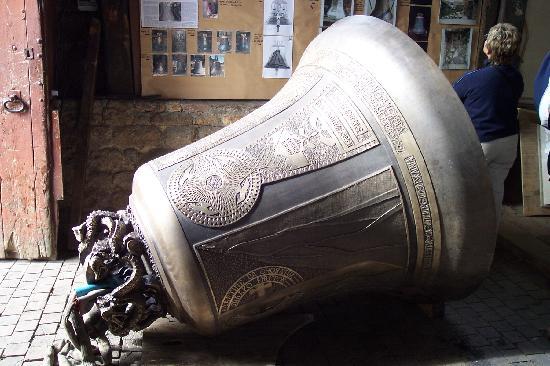 Villedieu-les-Poeles, Francia: Cloches de la fonderie Cornille HAVARD