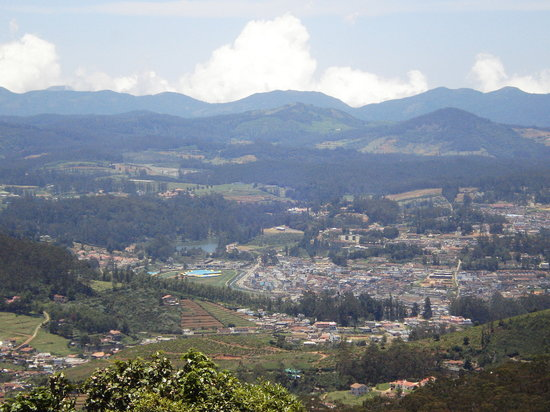 Ooty (Udhagamandalam), Indien: a view of ooty from top