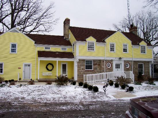 هايد أواي كنتري إن: View of the main house