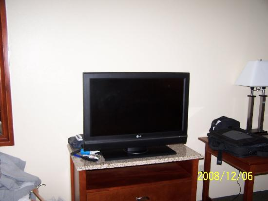 Atkinson Inn & Suites: 32in LCD TV